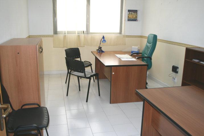 Ufficio arredato 2 postazioni affitto 249 mese con for Affitto uffici arredati roma
